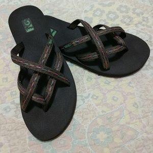 17a8e1f758362 Teva Shoes - Teva Olowahu flip flops